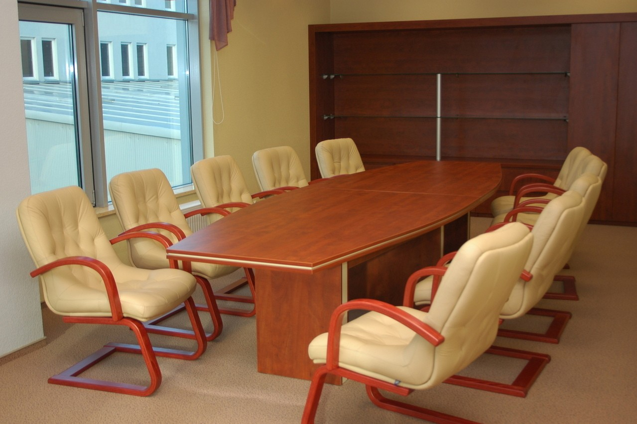 Nie tylko kanapa musi być wygodna – komfortowe stoły